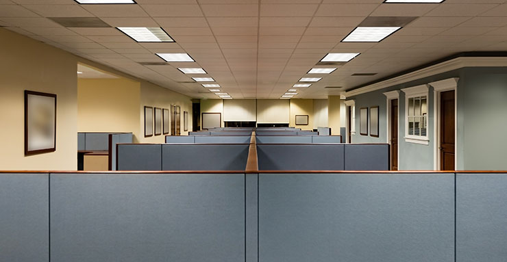 Following these rules of good practice can make it possible to limit spaces with uniform lighting environments involving predominantly electric lights. This situation is observed primarily in many office spaces, where the lighting is on from morning to ni